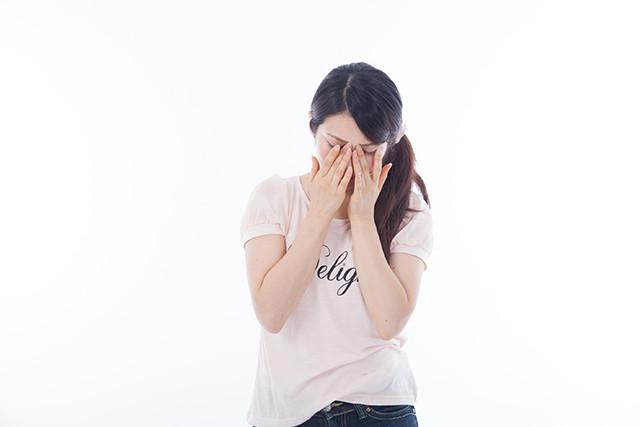 花粉に悩む女性の写真 洲本接骨院用