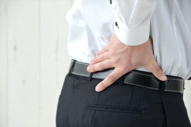 男性の腰写真 洲本接骨院脊柱管狭窄症ページ用説明資料