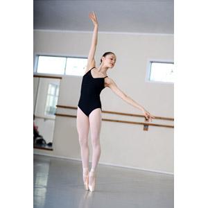 バレエをする女性の写真 洲本接骨院ストレートネックページ資料